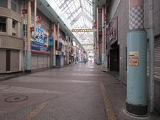 シャッター街(∵朝8時)